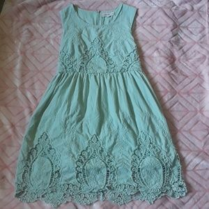 Cute, pale green lace dress!